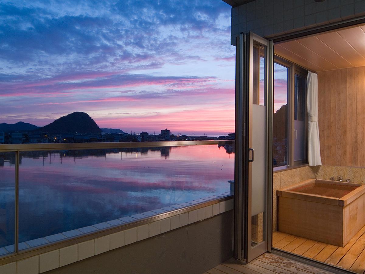 【雁嶋★スイートプラン】客室テラス、半露天風呂から懐かしさを覚える八景の情景を望む。特別な旅に。